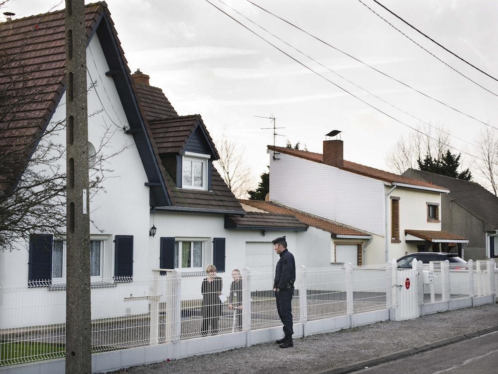 <i>Jungle neighbors, Calais, Sangatte, Pas-de-Calais, 2015,</i> Gendarme Sur La Colline (2017)